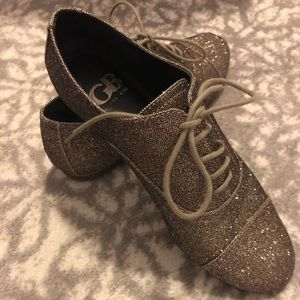 Gianni Bini sparkly lace-Up flats. Size 7.5.